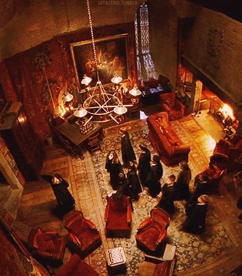 gryffindor common room welcome to the gryffindor common room harry potter harry potter room and hobbit