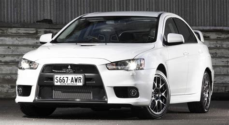 lancer mitsubishi 2014 mitsubishi lancer evolution updated for 2014 photos 1 of 8