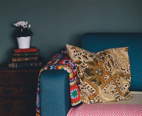 mobilia divani immagini legna mobilia divano cuscino