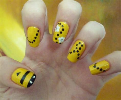 Bee Design Nail