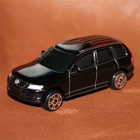 volkswagen maisto maisto 1 64 vw volkswagen touareg in black very rare