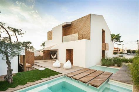 a beach house in portugal goes modern design milk belle maison d architecte au portugal vivons maison