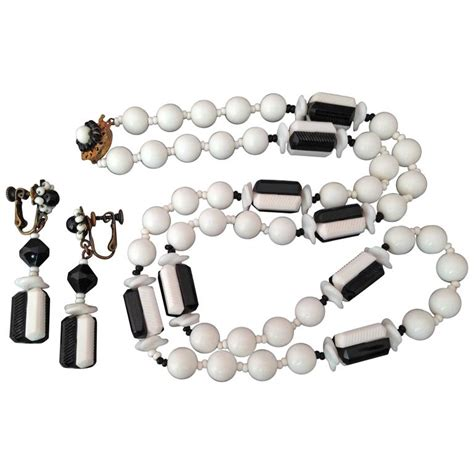 1 Set Mariam 1960s miriam haskell black and white necklace and clip on