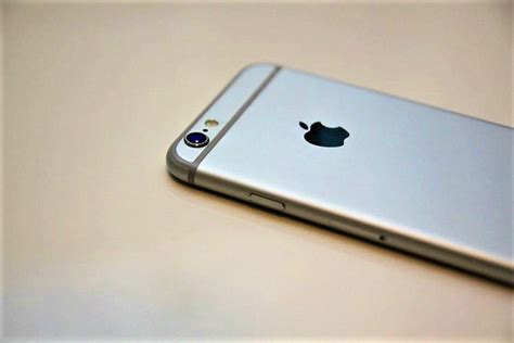 post iphone se   india iphone  set  hit stores