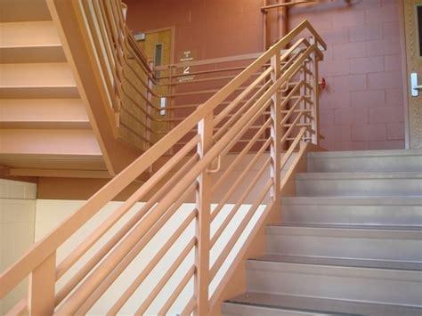 supporti per corrimano in legno corrimano scale scale importanza corrimano per scale