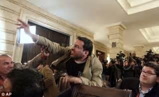 Bush Dodges Shoe Bush Iraqi Shoe Attack Why Didn T The Secret Service Take