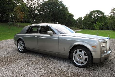 rolls royce phantom owners rolls royce owners adds some color to phantom limo