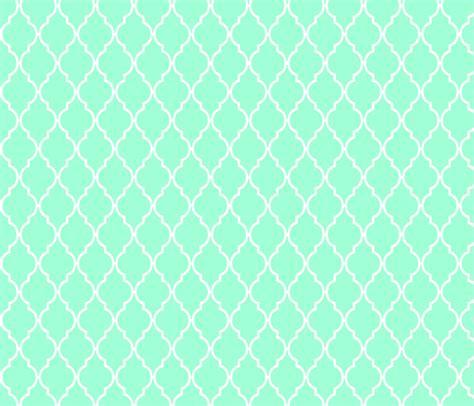 green quatrefoil wallpaper mint quatrefoil fabric vintagegreenlimited spoonflower