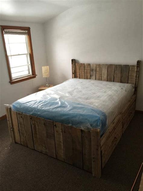 pallet platform bed diy custom built pallet platform bed 101 pallets