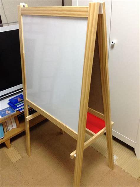 ikea mala ikeaの子供用ホワイトボード 黒板イーゼル mala を購入 おにぎりフェイス com