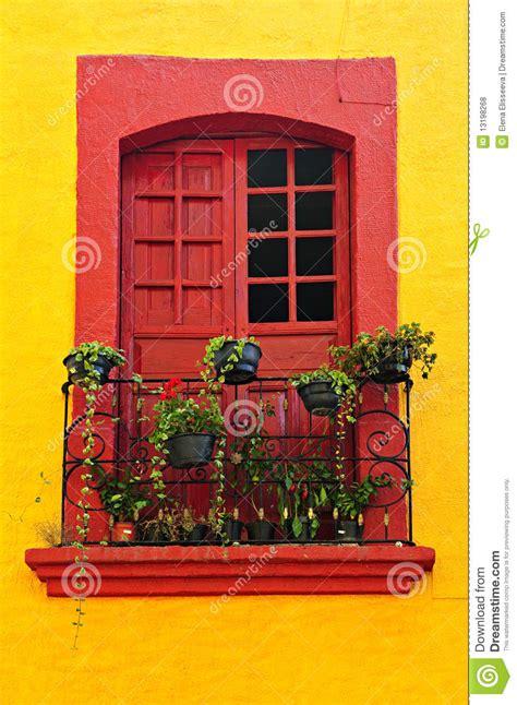 imagenes libres de ventanas ventana en casa mexicana fotos de archivo libres de