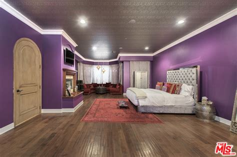 Selena Gomez Bedroom | selena gomez offers her los angeles mansion for 4 5