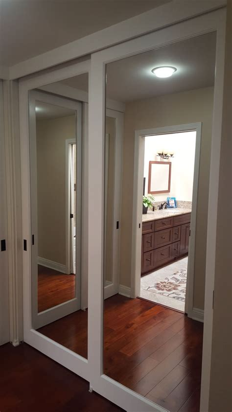 mirror sliding closet door best 25 mirrored closet doors ideas only on