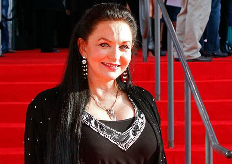 Crystal Gayle Now | crystal gayle to become the newest opry member 183 nashvillegab