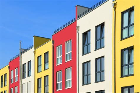 Farbige Wand Mit Anderer Farbe überstreichen by Farbige W 228 Nde F 252 R Stimmung In R 228 Umen Und Auf Fassaden