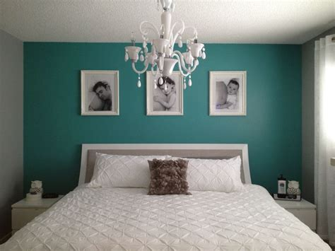 Teal And Gray Curtains Decorating Teal Bedroom Ideas A Simple Teal Wall Really Pops In A Gray And White Bedroom Color Teal