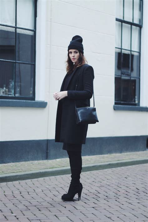 25 All Black Fall Outfits That Are Anything But Basic | 25 all black fall outfits that are anything but basic
