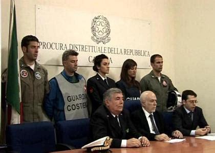 capitaneria di porto catania esami 7mag11 catania quot patenti nautiche facili quot arrestato