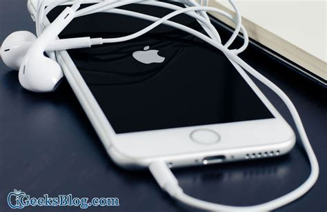 iphone stuck on headphones is your iphone stuck in headphone mode here are possible fixes