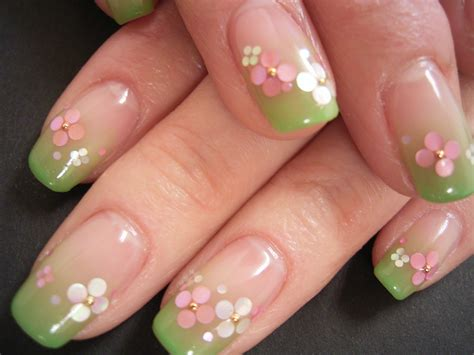fiore nail nail sfumato verde e fiori all and makeup