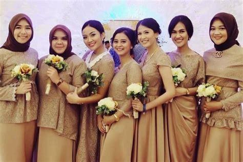 Kain Satin Korea Silver elegan ini 19 seragam bridesmaids terbaik yang bisa ditiru