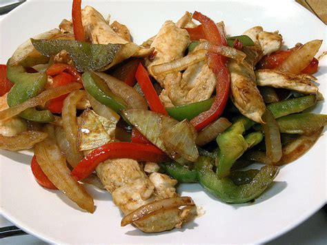 cucinare light ricette light pollo e peperoni