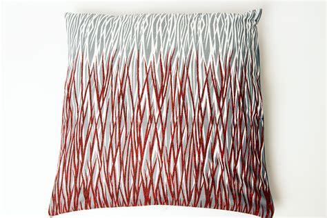 cuscino rosso federa cuscino arredo grigio bianco e rosso manukafashion