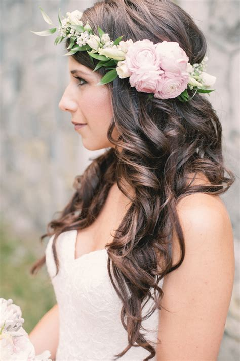 Garden Wedding Hairstyles For Guests by 21 Pretty Garden Wedding Ideas For 2016 Tulle