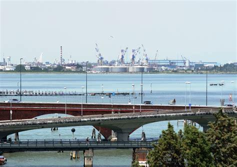 nazionale lavoro venezia marghera sciopero petroli e presidio per il rinnovo
