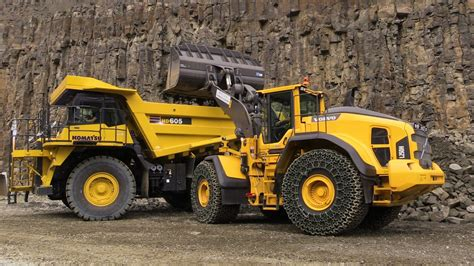 volvo lh wheelloader loading komatsu hd mining truck demo  steinexpo  youtube