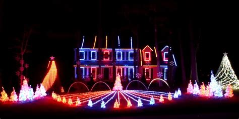 epic christmas lights display syncs with auburn fight song