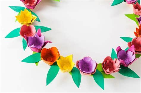 Basteln Mit Eierkarton Blumen by Basteln Mit Eierkarton Osterkranz Aus Fr 252 Hlingsblumen In