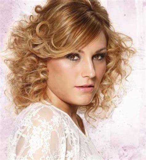 hairstyles that give you curls 20 cute short layered hairstyles