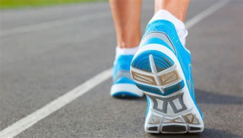 Sepatu Lari Nike React apa perbedaan sepatu khusus lari dan sepatu olahraga