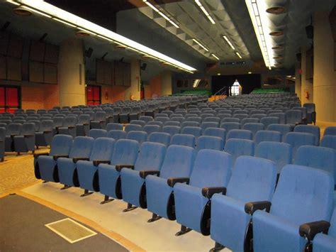 poltrone per teatro poltrone imbottite modulari per sale cinema e teatri