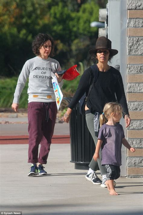 linda perry on the talk sara gilbert and linda perry quality time with their son