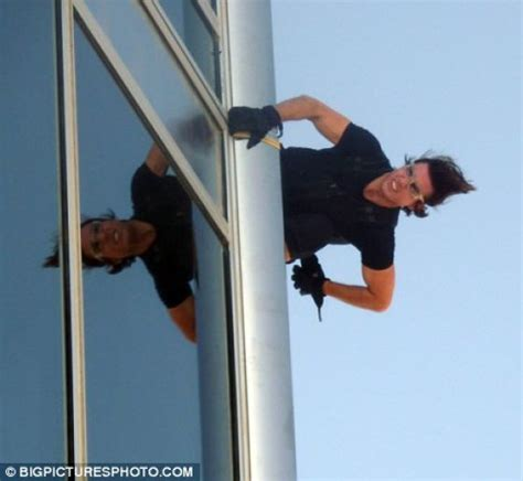 tom cruise jumping from burj khalifa xcitefun net