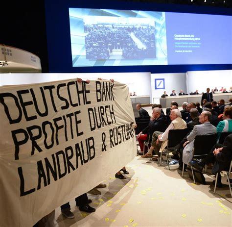 deutsche bank hauptversammlung aktivisten blockupy st 246 rer auf hauptversammlung deutsche