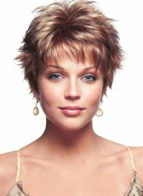 short hairstyles wash and go for the over 50s trendige kurzhaarfrisuren frauen m 228 nner mit m 228 dchen