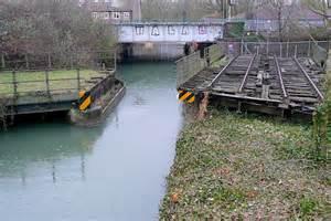 swinging oxford swing bridge north of oxford station 169 graham horn