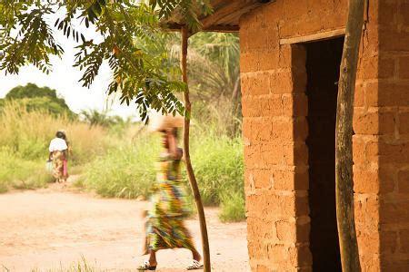 une case à abobo, village actuellement affecté par l