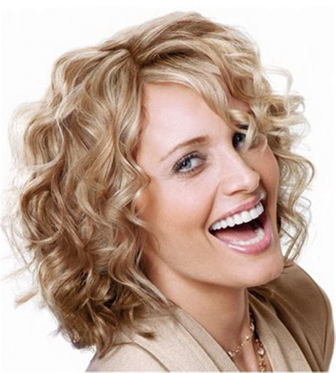 short curly hairstyles for older women leaftv short haircuts for older women short hairstyle 2013
