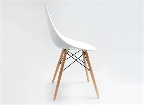 Chaise Blanche Pied En Bois by Chaise Design Blanche Pied Bois 1 Id 233 Es De D 233 Coration