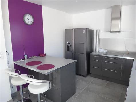 Cuisine Violet Et Gris by Cuisine Equipee Avec Ilot 14 Cuisine Violette Et