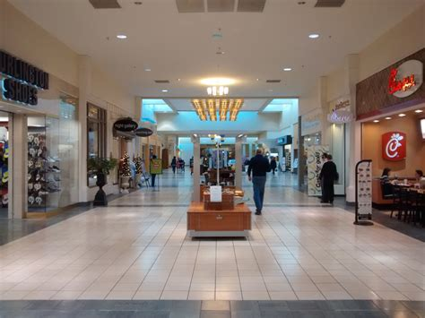 File:University Mall interior Wikimedia Commons
