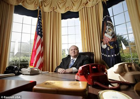 What Does The Oval Office Look Like Today Texan Spends 200 000 Turning Drive Way Into Exact Replica