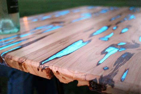 diy glow in the table the awesomer - Glow In The Table