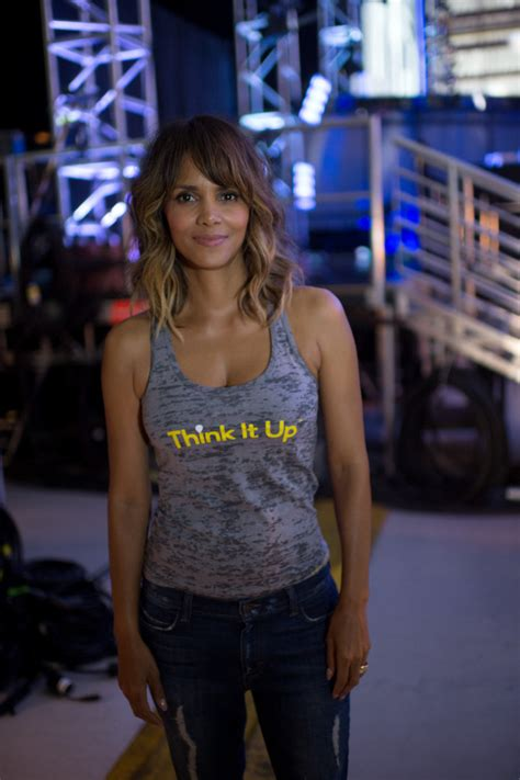 Halle Berry Warms Up by Halle Berry Photos Photos Abc S Coverage Of The