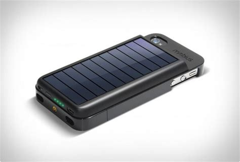 solar iphone charger solar powered iphone 4 charger bonjourlife