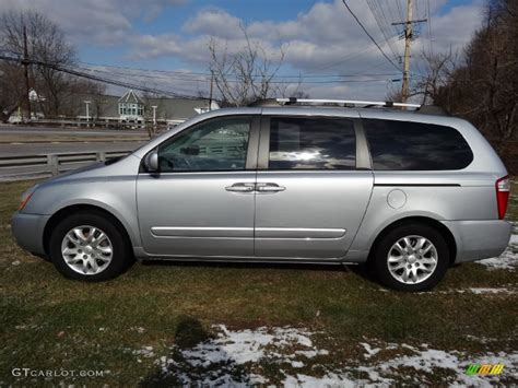Kia Sedan 2006 Silver 2006 Kia Sedona Ex Exterior Photo 76890834
